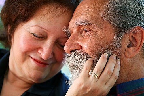 Old_couple_in_love